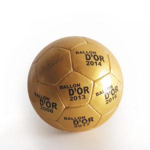 Bola de Futebol Dourada